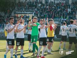 La plantilla agradece el apoyo de la afición en el triunfo ante el Tudelano.