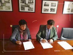 Goicoechea y Martínez firman el acuerdo.