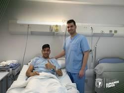 Diosbert Rivero, junto al médico del club, Víctor Bárcena.
