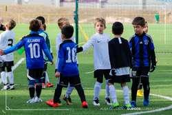 Deportividad a la conclusión del partido de prebenjamines entre el Burgos y el Inter Vista Alegre.