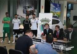 Gómez-Oliveros, Caselli y Campo, durante el acto de entrega.