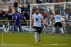 Kevin y Undabarrena (al fondo) protestan el penalti anotado por el Castilla.