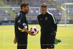 Estévez, en una charla distendida con Diego Caneda, entrenador de porteros.