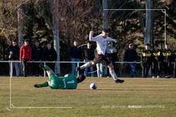 Rodrigo Román dribla al meta de la Cultural para marcar el 2-0 definitivo.