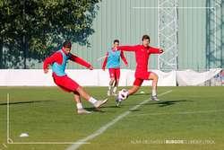 Machuca dispara a portería en un entrenamiento de esta temporada.