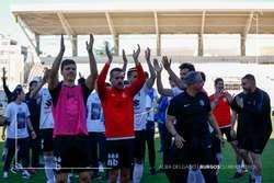 La plantilla saluda a la afición tras la victoria sobre el Valladolid B.